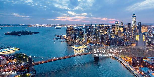 aerial of manhattan skyline and brooklyn bridge - lower manhattan stock pictures, royalty-free photos & images