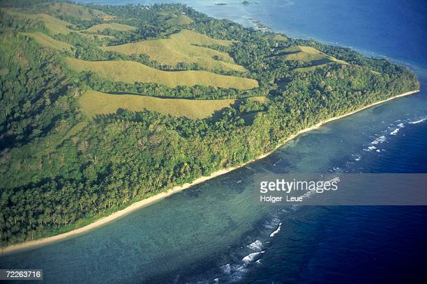 aerial of mbokonimbeti island, solomon islands - solomon islands stock pictures, royalty-free photos & images