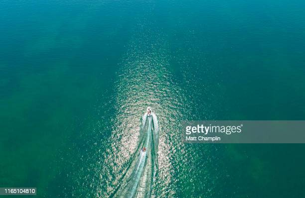 aerial of people boating on skaneateles lake in summer - finger lakes stock pictures, royalty-free photos & images