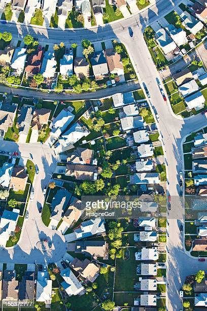 aerial of residential neighbourhood with grid streets - cul de sac stock pictures, royalty-free photos & images