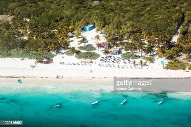 aerial of riviera maya near playa del camren, quintana roo, mexico - playa del carmen fotografías e imágenes de stock