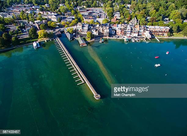 aerial of skaneateles village and pier - スカネアトレス湖 ストックフォトと画像