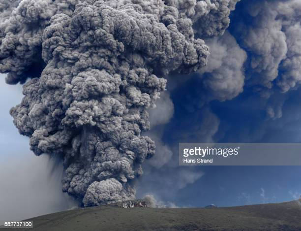 aerial of the eruption of eyjafjallajökull - 灰 ストックフォトと画像