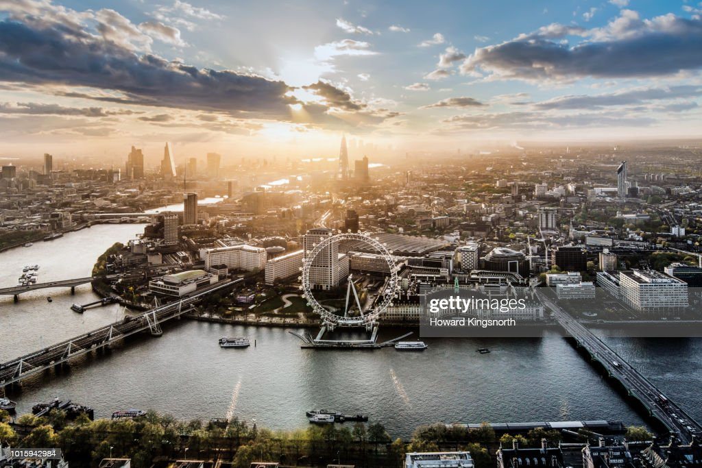 Aerial of the London Eye at sunrise : Foto stock