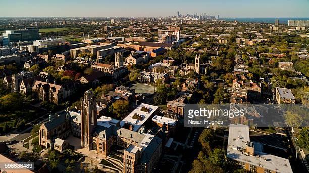 aerial of the university of chicago, city skyline - シカゴ大学 ストックフォトと画像