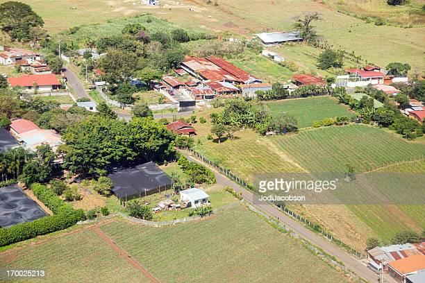 vista aérea de estaño en el último piso s'encuentra en costa rica - villa asentamiento humano fotografías e imágenes de stock