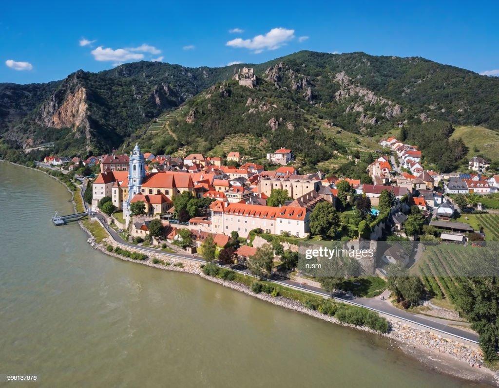 Panorama aérea da cidade de Durnstein. Vale Wachau, Áustria : Foto de stock