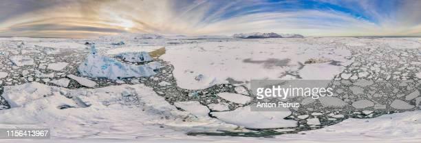 360° aerial panorama of jokulsarlon glacial lagoon at sunset. aerial view - panoramica a 360 gradi foto e immagini stock