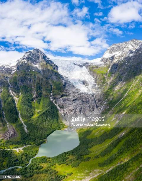 aerial panoramic of boyabreen glacier, fjaerland, norway - paysage enchanteur photos et images de collection
