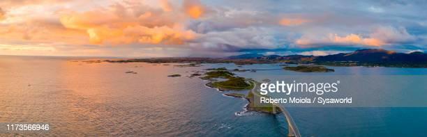 aerial panoramic of the atlantic road, norway - atlantic road norway photos et images de collection