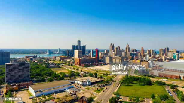 vista panorámica aérea del centro de detroit michigan - región central de eeuu fotografías e imágenes de stock