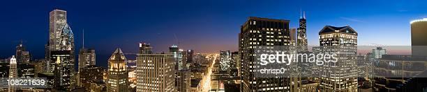 Aerial Panoramablick auf die Innenstadt von Chicago bei Dämmerung (XXL