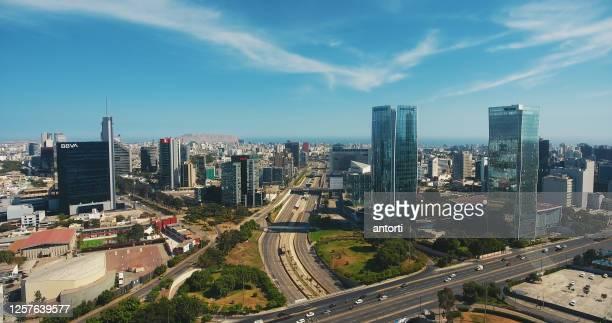 vista panorámica aérea del distrito financiero de san isidro en lima, perú. - lima perú fotografías e imágenes de stock