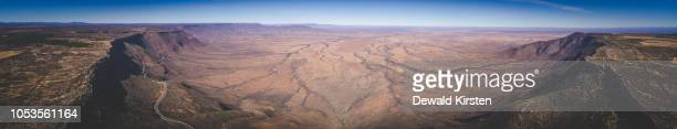 aerial panoramic views over the van rhyn's pass outside nieuwoudtville overlooking the knersvlakte in the northern cape of south africa - hochplateau stock-fotos und bilder
