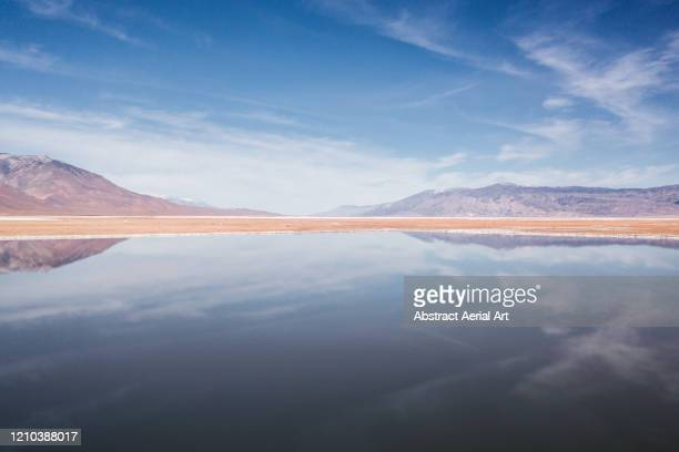 aerial perspective of a reflective salt lake, california, united states of america - paysage enchanteur photos et images de collection