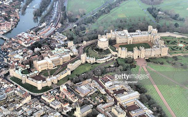 aerial photo castle - windsor england stock pictures, royalty-free photos & images