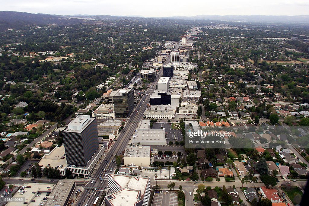 Aerial photo of San Fernando Valley looking west from Sherman Oaks down Ventura Blvd. Photographed M : News Photo
