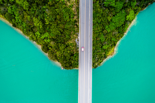 Aerial photograph of crystal clear ocean and bridge. - gettyimageskorea