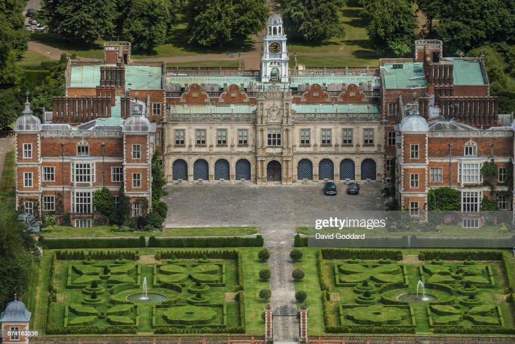 Aerial photograph of Hatfield house, Hertfordshire : News Photo