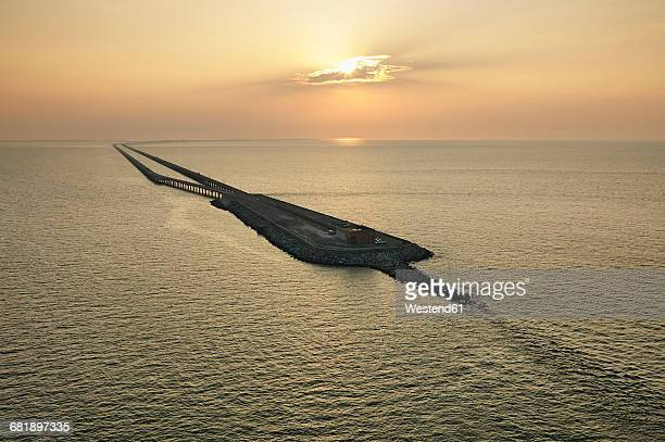 usa, aerial photograph of the chesapeake bay bridge tunnel at sunrise - chesapeake bay bridge stock pictures, royalty-free photos & images