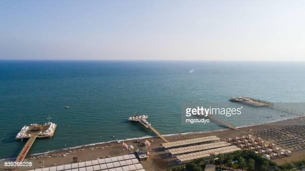 Luchtfotografie vogel-eye view van luxe resort hotel pier