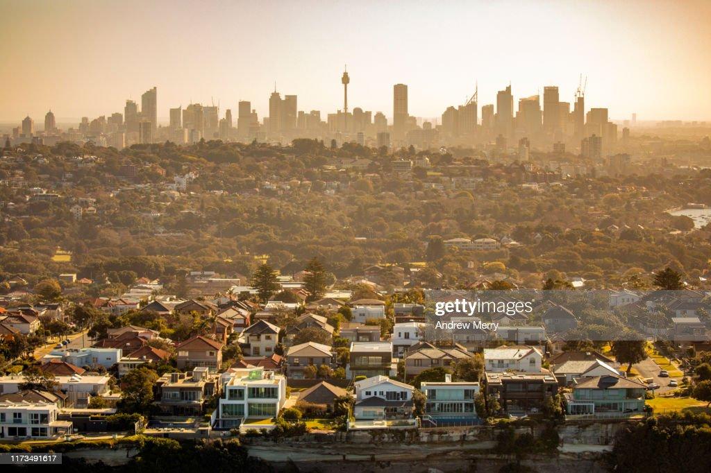 Aerial photography of Sydney skyline cityscape, suburb and houses on costal sea cliff, Australia : Bildbanksbilder