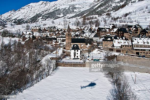 aerial photography ogf bagergue village - provinz lerida stock-fotos und bilder