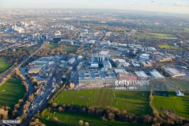 aerial photography view east of skystudios, isleworth, brentford, tw7, tw8 uk. - ハウンズロー区 ストックフォトと画像