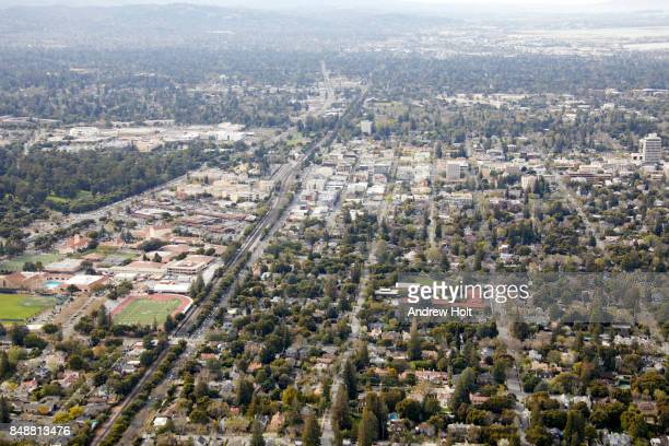 aerial photography view north-west of palo alto in san mateo county, san francisco bay area. california, united states. - grove stock-fotos und bilder