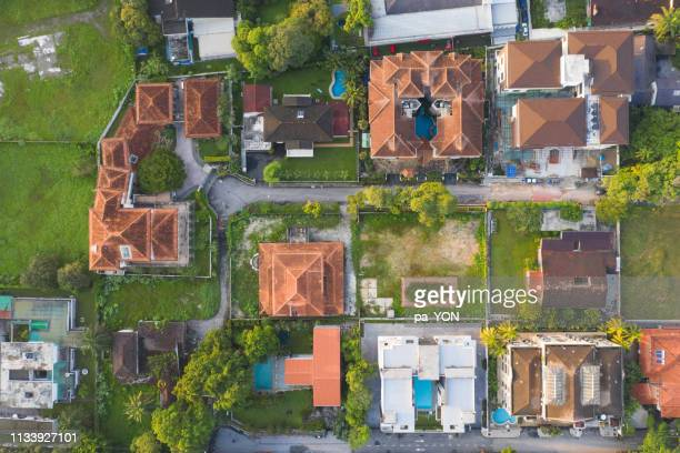 aerial scene of luxury house in residential area in kuala lumpur, malaysia - top foto e immagini stock