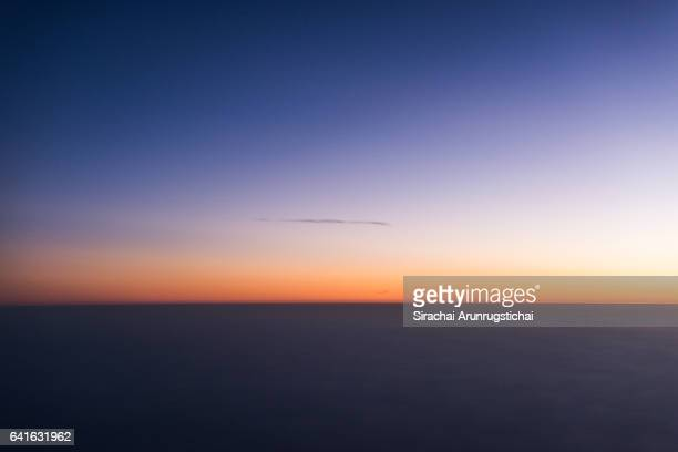 aerial scenery of skyline at twilight - horizon over land stockfoto's en -beelden