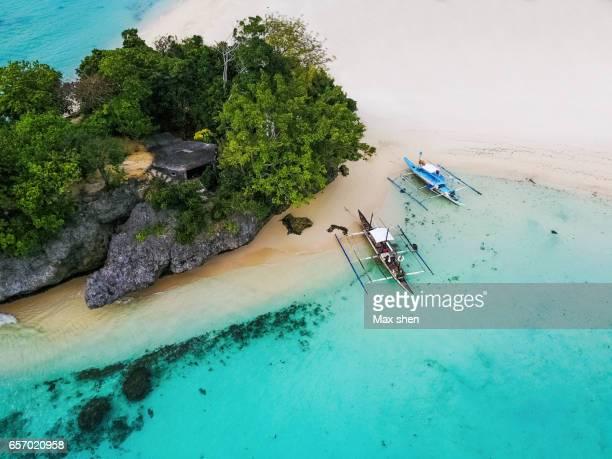 aerial scenic of the beach at boracay - philippinen stock-fotos und bilder