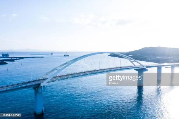 美しい海の上の橋の航空写真撮影 - 地形 ストックフォトと画像