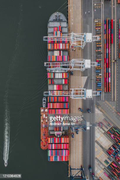aerial shot of a docked container ship, new jersey, united states of america - jersey city stock pictures, royalty-free photos & images