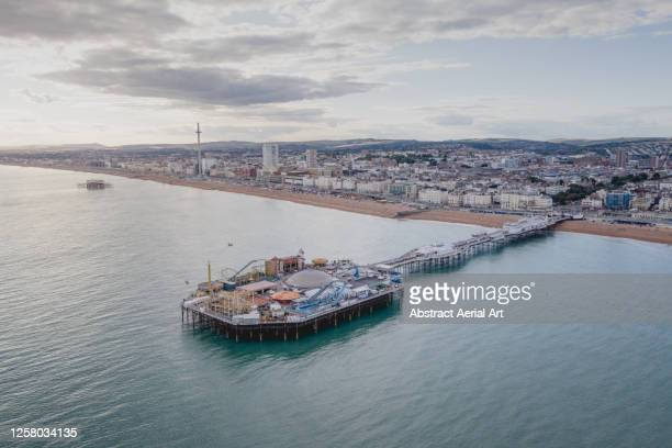 aerial shot of brighton coastline and the pier, england, united kingdom - 英国 ブライトン ストックフォトと画像