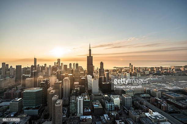 aerial shot of chicago waterfront at sunrise - chicago illinois - fotografias e filmes do acervo