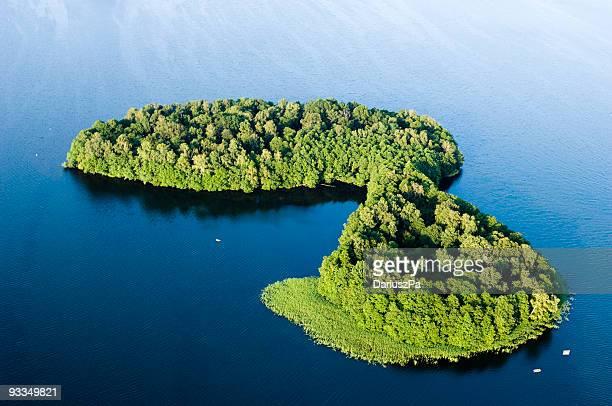 空中ショットのグリーンアイランド