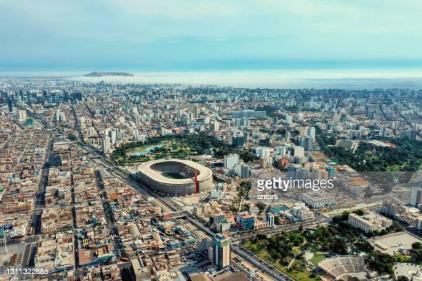 リマペルー国立競技場とその周辺の空中ショット - リマ ストックフォトと画像