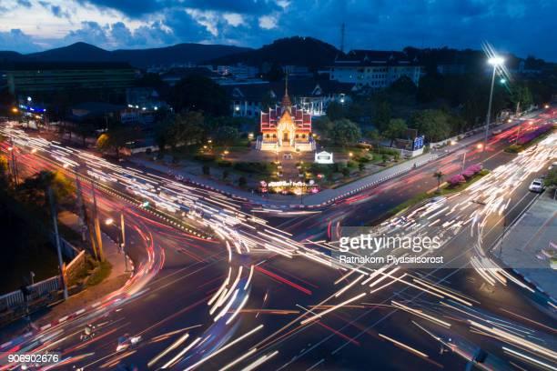 aerial shot of thai temple in twilight scene - provincia di songkhla foto e immagini stock
