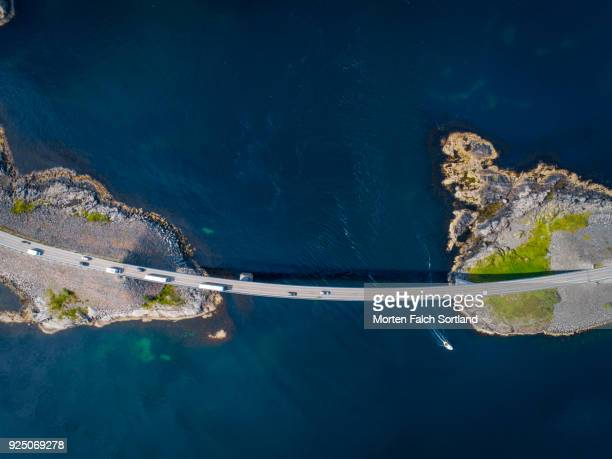 aerial shot of the world famous atlantic road in averoy, norway on a summer afternoon - atlantik stock-fotos und bilder