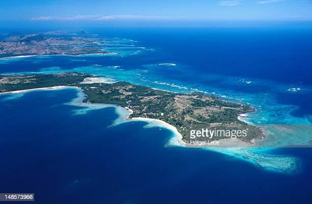 aerial shot of turtle island. - fiji ストックフォトと画像