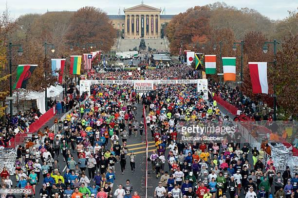 toma cenital inicio de 2012 maratón de filadelfia - benjamin franklin parkway fotografías e imágenes de stock