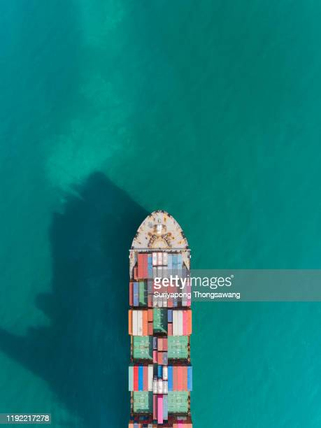 aerial top view container cargo ship carrier container on the sea for logistics business, import export, shipping or transportation. - dársena fotografías e imágenes de stock