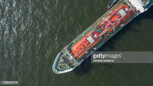 aerial top view of the ship carrying the lpg and oil tanker in the sea port. for energy export and import business for transportation - 液化天然ガス ストックフォトと画像