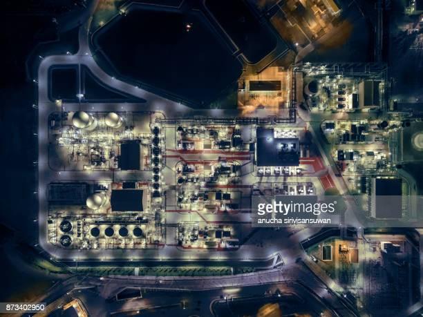 aerial top view oil refinery at night . - vorratstank stock-fotos und bilder