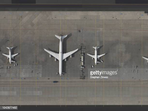 aerial view airplanes parked on tarmac at airport - frankfurt international airport stock pictures, royalty-free photos & images