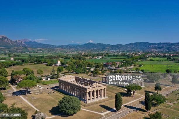 aerial view by drone of ancient greek temples, paestum, italy 1 - archeologia foto e immagini stock
