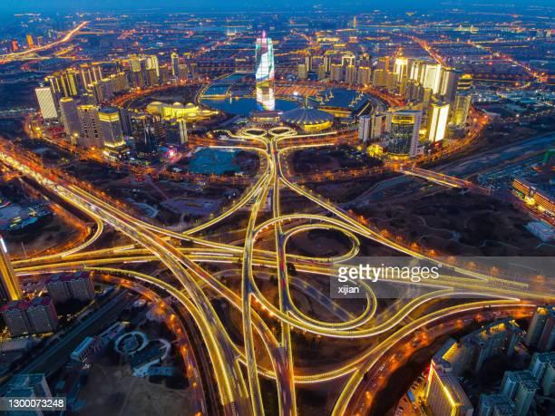中国の鄭州cbdの夜の空中写真の街並み - 鄭州市 ストックフォトと画像