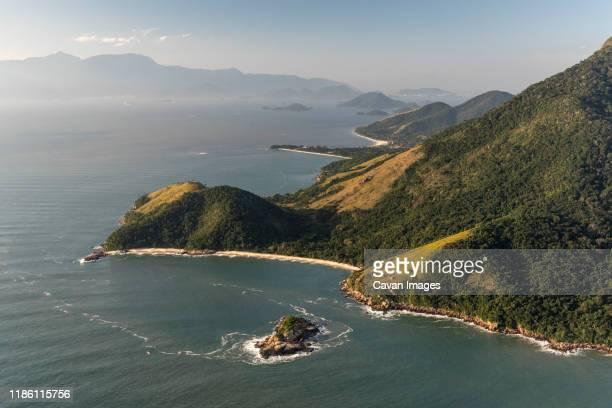 aerial view from helicopter flight to beautiful beach and rainforest - angra dos reis imagens e fotografias de stock