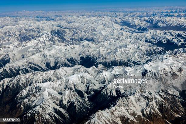 aerial view from the air to hussain abad,sust ,pakistan, karakorum, central asia - himalaya foto e immagini stock
